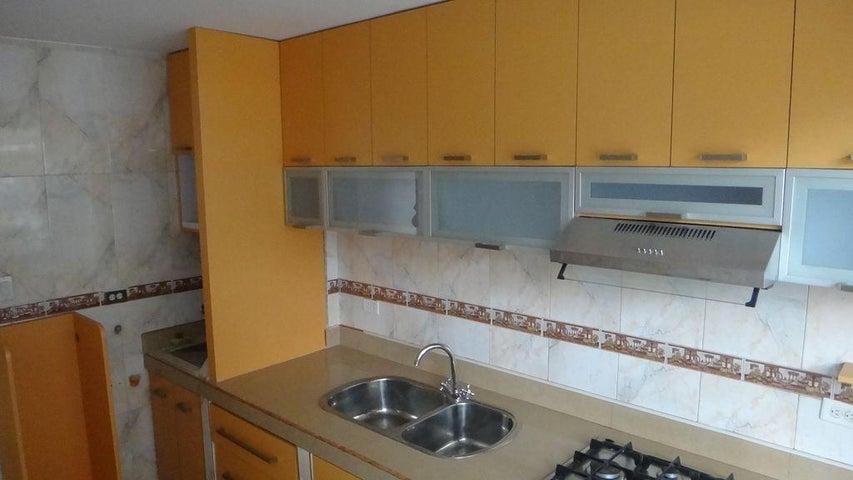Apartamento Distrito Metropolitano>Caracas>Los Palos Grandes - Venta:55.000 Precio Referencial - codigo: 19-13830