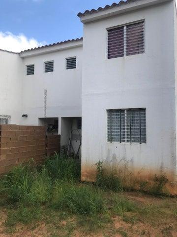 Townhouse Bolivar>Ciudad Bolivar>Av La Paragua - Venta:8.000 Precio Referencial - codigo: 19-14563