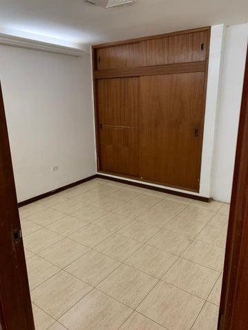 Casa Zulia>Maracaibo>Monte Claro - Alquiler:350 Precio Referencial - codigo: 19-13688