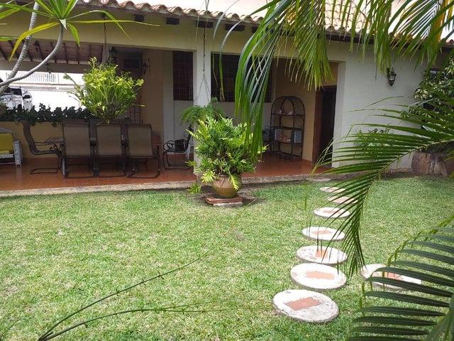 Casa Lara>Barquisimeto>Colinas De Santa Rosa - Venta:250.000 Precio Referencial - codigo: 19-13906