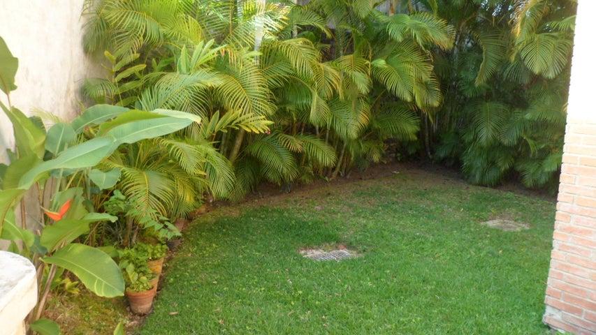 Casa Distrito Metropolitano>Caracas>La Lagunita Country Club - Venta:320.000 Precio Referencial - codigo: 19-2759