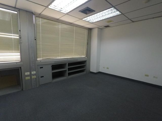 Oficina Distrito Metropolitano>Caracas>Santa Paula - Alquiler:320 Precio Referencial - codigo: 19-8327