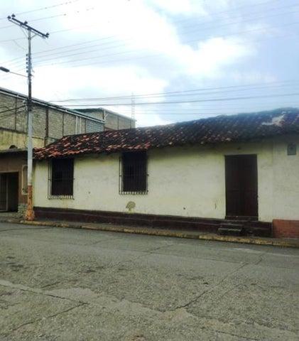 Casa Miranda>Cua>Centro - Venta:11.000 Precio Referencial - codigo: 19-14459