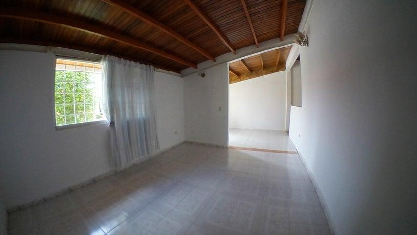 Casa Lara>Barquisimeto>Parroquia Santa Rosa - Venta:120.000 Precio Referencial - codigo: 19-14592