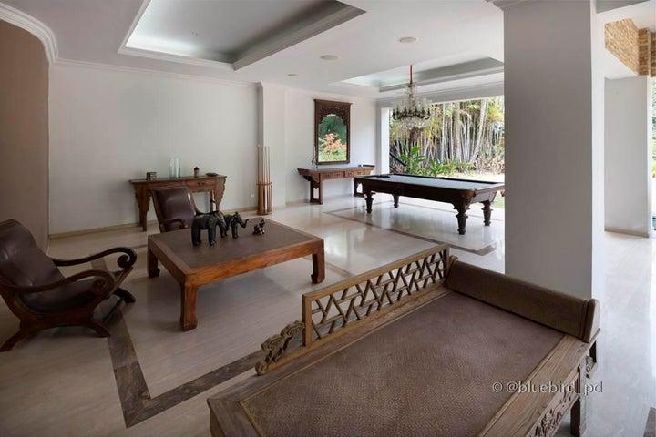 Casa Distrito Metropolitano>Caracas>Alto Hatillo - Venta:2.200.000 Precio Referencial - codigo: 19-1630