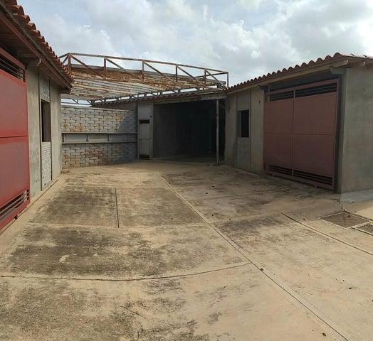 Local Comercial Falcon>La Vela de Coro>Las Calderas - Venta:180.000 Precio Referencial - codigo: 19-14706