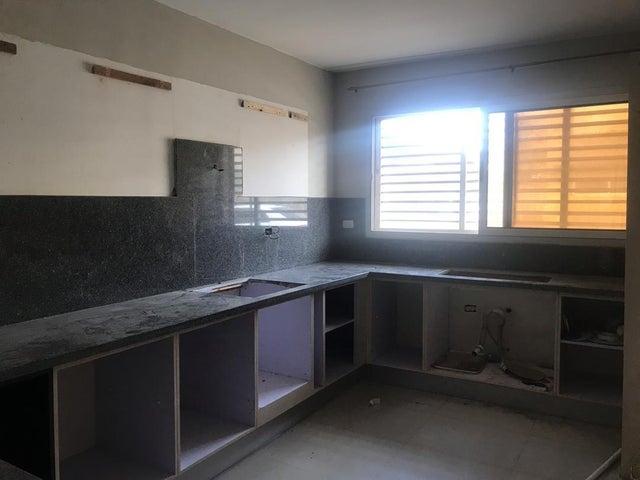Townhouse Falcon>Punto Fijo>Santa Fe - Venta:25.000 Precio Referencial - codigo: 19-14912