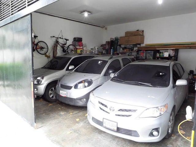 Casa Distrito Metropolitano>Caracas>El Marques - Venta:130.000 Precio Referencial - codigo: 19-14973