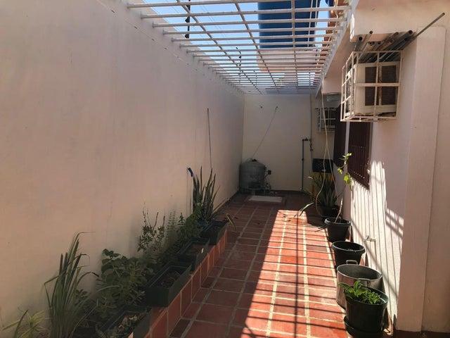 Casa Falcon>Punto Fijo>Puerta Maraven - Venta:34.000 Precio Referencial - codigo: 19-14995