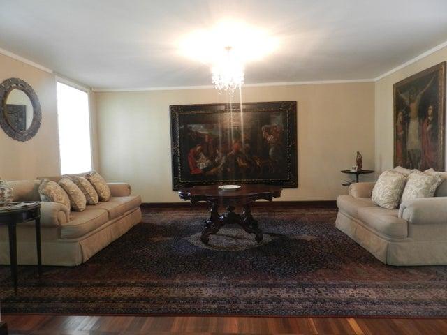 Casa Distrito Metropolitano>Caracas>Chuao - Venta:750.000 Precio Referencial - codigo: 19-15041