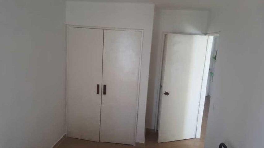 Apartamento Vargas>Catia La Mar>Playa Grande - Venta:14.000 Precio Referencial - codigo: 19-15140