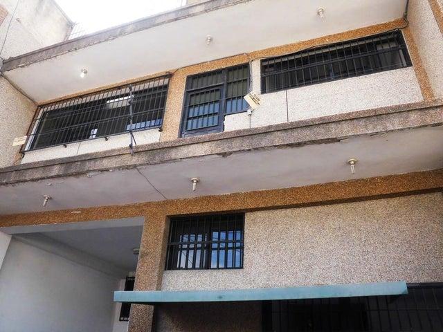Edificio Distrito Metropolitano>Caracas>Montecristo - Venta:900.000 Precio Referencial - codigo: 19-13068