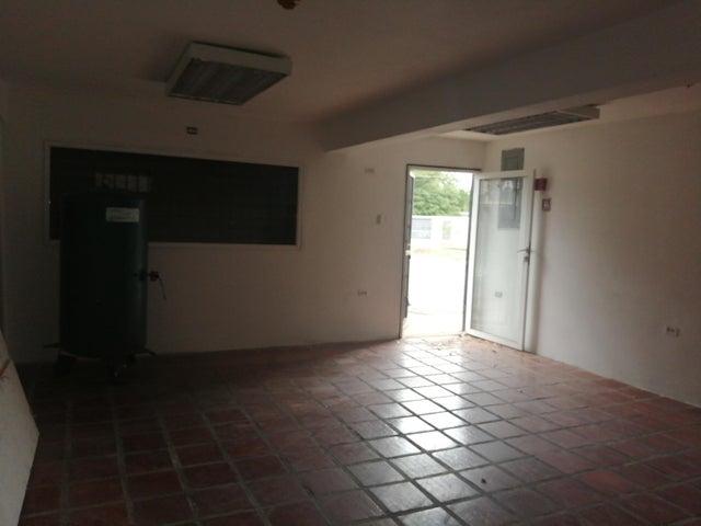 Local Comercial Zulia>Maracaibo>La Rotaria - Venta:2.000 Precio Referencial - codigo: 19-15419