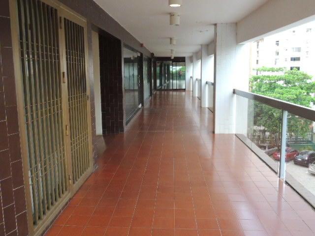 Local Comercial Zulia>Maracaibo>La Lago - Venta:65.000 Precio Referencial - codigo: 19-15427
