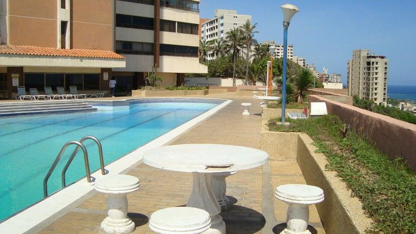 Apartamento Vargas>Catia La Mar>Playa Grande - Venta:23.500 Precio Referencial - codigo: 19-15618