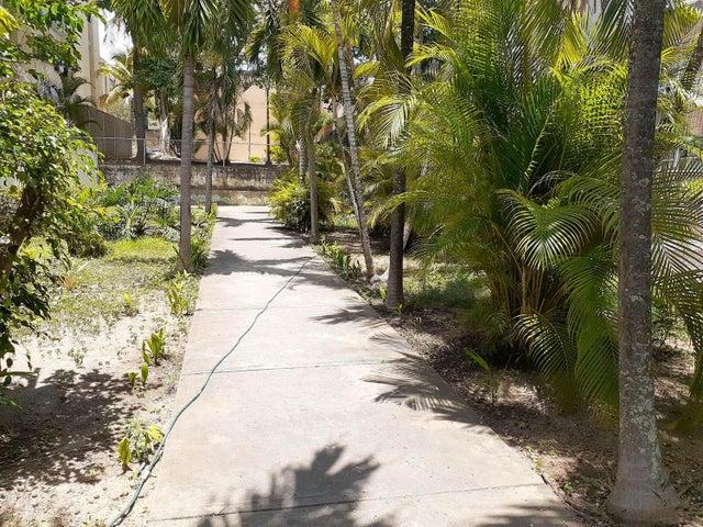 Apartamento Lara>Cabudare>La Mora - Venta:12.000 Precio Referencial - codigo: 19-15691