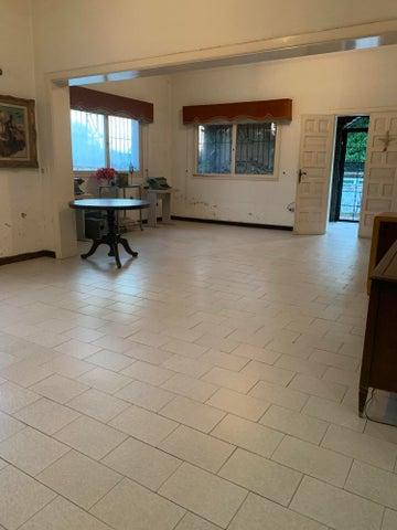 Casa Distrito Metropolitano>Caracas>Altamira - Venta:230.000 Precio Referencial - codigo: 19-2464