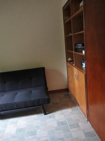 Apartamento Miranda>San Antonio de los Altos>El Picacho - Venta:32.000 Precio Referencial - codigo: 19-15839