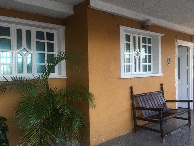 Casa Falcon>Punto Fijo>Punto Fijo - Venta:14.000 Precio Referencial - codigo: 19-15853