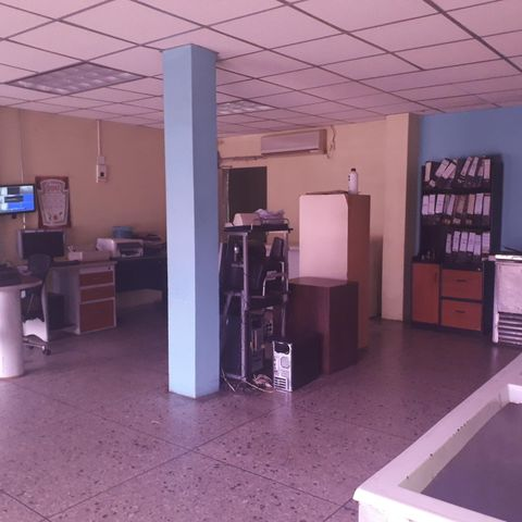 Local Comercial Zulia>Maracaibo>Sucre - Venta:300.000 Precio Referencial - codigo: 19-15938