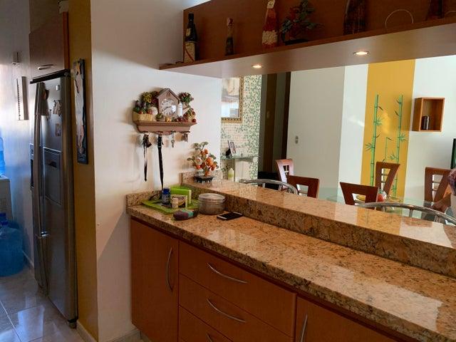 Apartamento Vargas>Catia La Mar>Playa Grande - Venta:30.000 Precio Referencial - codigo: 19-16133