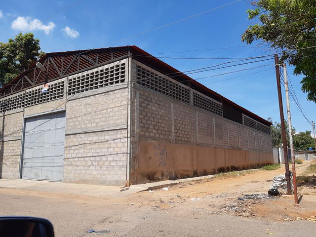 Local Comercial Zulia>Maracaibo>La Curva de Molina - Venta:45.000 Precio Referencial - codigo: 19-15532