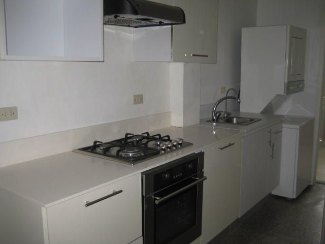 Apartamento Distrito Metropolitano>Caracas>Los Chaguaramos - Venta:28.000 Precio Referencial - codigo: 19-16021
