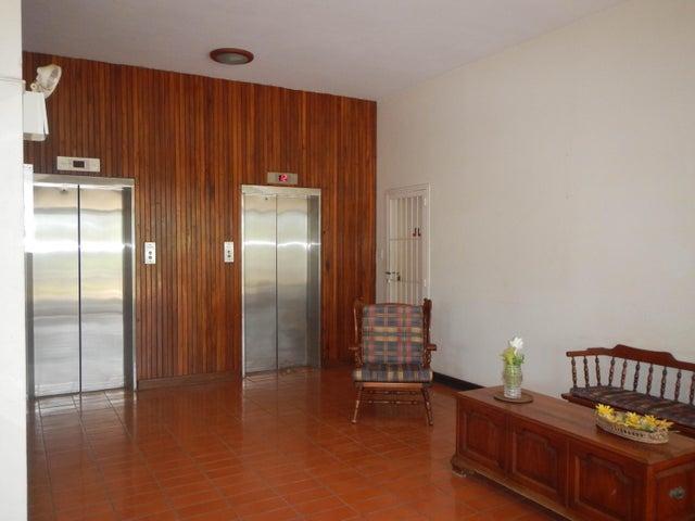 Apartamento Vargas>Catia La Mar>Playa Grande - Venta:29.900 Precio Referencial - codigo: 19-16044