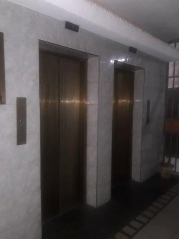 Apartamento Distrito Metropolitano>Caracas>Caricuao - Venta:15.000 Precio Referencial - codigo: 19-16153