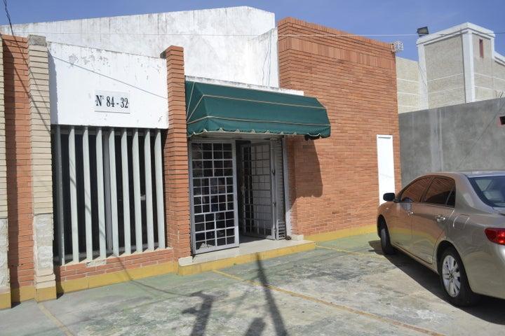 Local Comercial Zulia>Maracaibo>Avenida Falcon - Venta:45.000 Precio Referencial - codigo: 19-16236