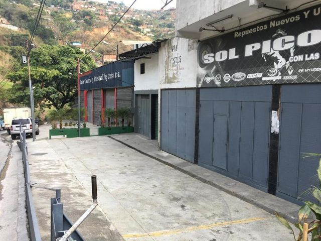 Galpon - Deposito Distrito Metropolitano>Caracas>La Yaguara - Alquiler:1.200 Precio Referencial - codigo: 19-16285