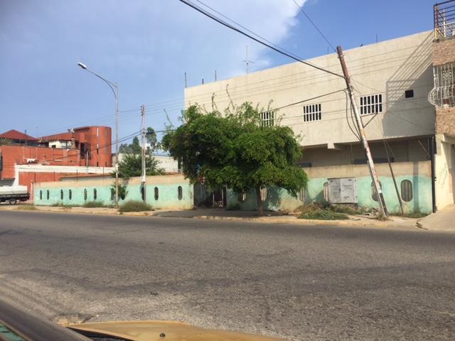Local Comercial Zulia>Ciudad Ojeda>La N - Alquiler:150 Precio Referencial - codigo: 19-16375