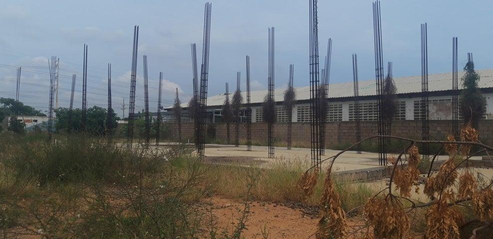 Galpon - Deposito Zulia>Maracaibo>Zona Industrial Sur - Venta:800.000 Precio Referencial - codigo: 19-17644