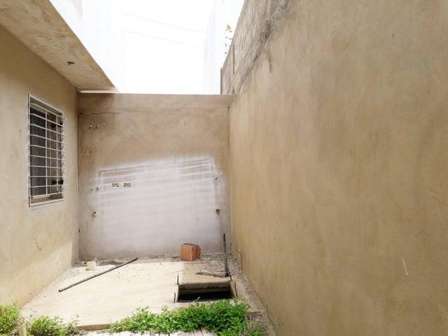 Apartamento Falcon>Coro>Sector La Floresta - Venta:26.000 Precio Referencial - codigo: 19-16674