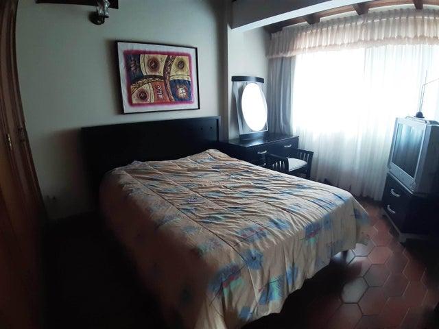 Casa Distrito Metropolitano>Caracas>Colinas de Santa Monica - Venta:180.000 Precio Referencial - codigo: 19-17272