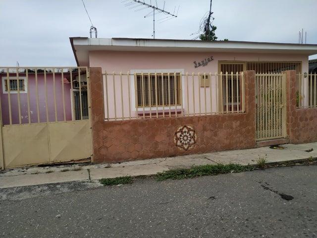Casa Miranda>Charallave>Centro de Charallave - Venta:16.000 Precio Referencial - codigo: 19-17205