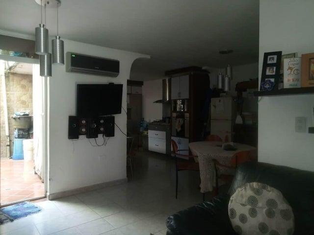 Townhouse Carabobo>Municipio Naguanagua>La Entrada - Venta:28.000 Precio Referencial - codigo: 19-17403