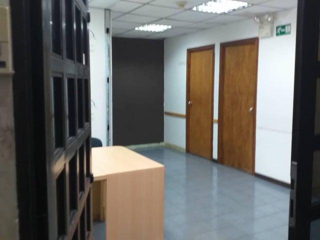 Local Comercial Distrito Metropolitano>Caracas>El Valle - Venta:40.000 Precio Referencial - codigo: 19-17530