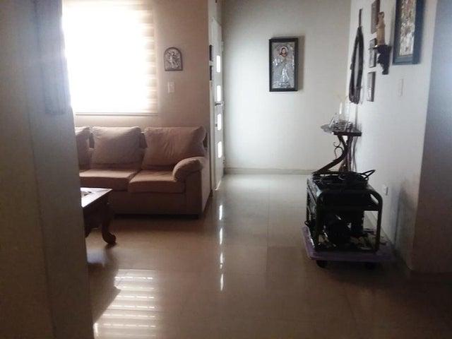 Casa Zulia>Maracaibo>Fuerzas Armadas - Venta:55.000 Precio Referencial - codigo: 19-17601