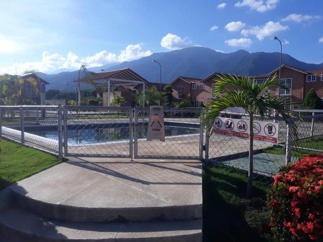 Townhouse Miranda>Guatire>El Castillejo - Venta:36.000 Precio Referencial - codigo: 19-17735