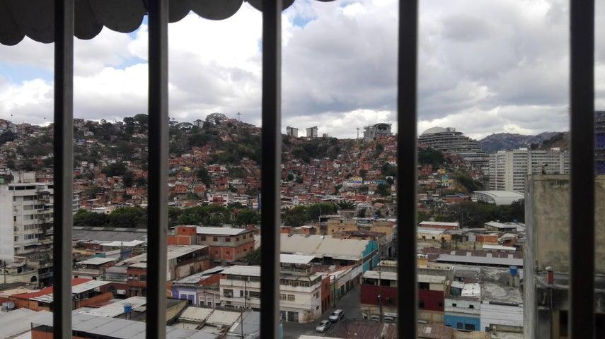 Apartamento Distrito Metropolitano>Caracas>San Agustin del Norte - Alquiler:300 Precio Referencial - codigo: 19-17704