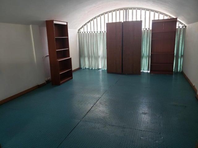 Local Comercial Distrito Metropolitano>Caracas>Sabana Grande - Alquiler:800 Precio Referencial - codigo: 19-17755