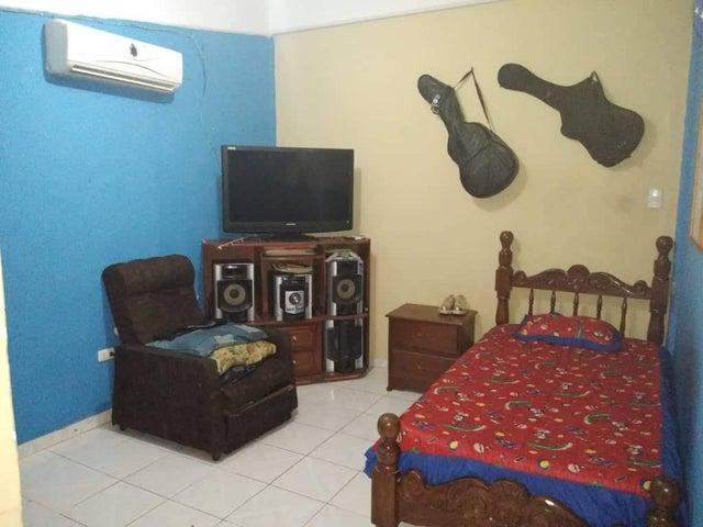 Casa Lara>Barquisimeto>Los Libertadores - Venta:140.000 Precio Referencial - codigo: 19-17753