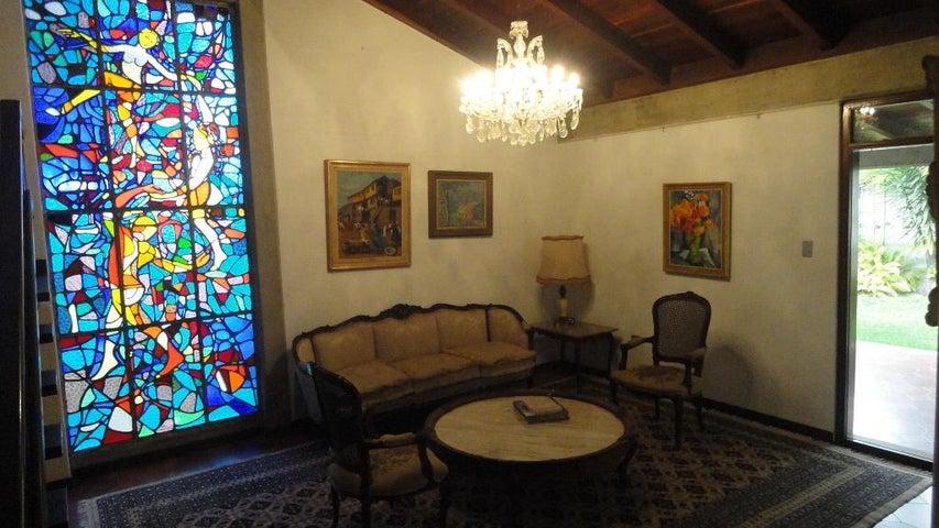 Casa Distrito Metropolitano>Caracas>Colinas de Bello Monte - Alquiler:1.000 Precio Referencial - codigo: 19-17703