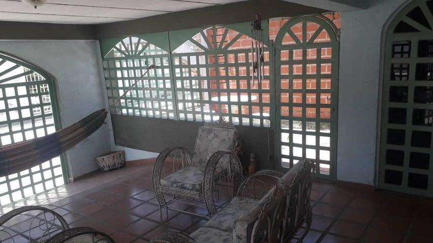 Casa Miranda>Santa Lucia>Santa Lucia - Venta:21.000 Precio Referencial - codigo: 19-18305
