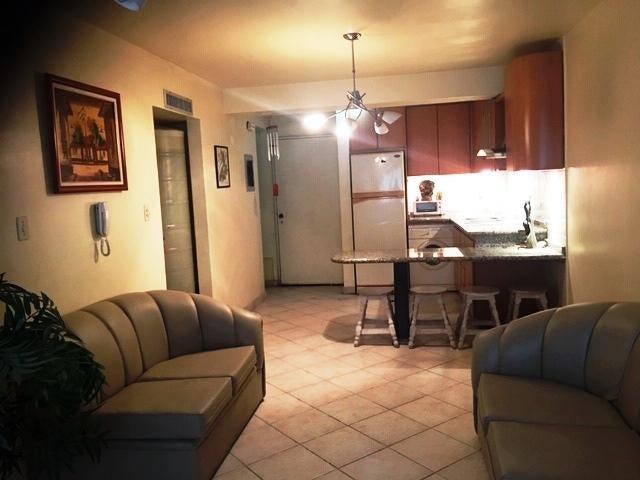 Apartamento Vargas>Catia La Mar>Playa Grande - Venta:35.000 Precio Referencial - codigo: 19-18595