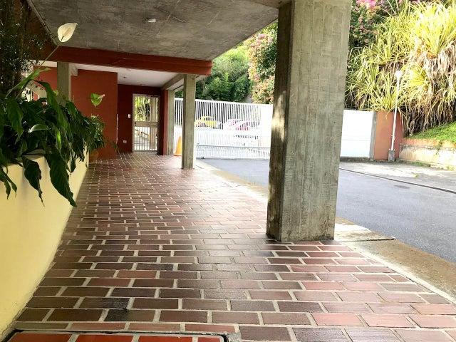 Apartamento Distrito Metropolitano>Caracas>Los Naranjos del Cafetal - Venta:215.000 Precio Referencial - codigo: 19-17594