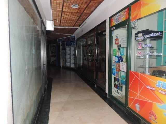 Local Comercial Zulia>Maracaibo>Fuerzas Armadas - Venta:18.000 Precio Referencial - codigo: 19-18811