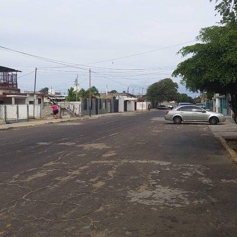 Galpon - Deposito Zulia>Maracaibo>18 de Octubre - Venta:12.000 Precio Referencial - codigo: 19-18856