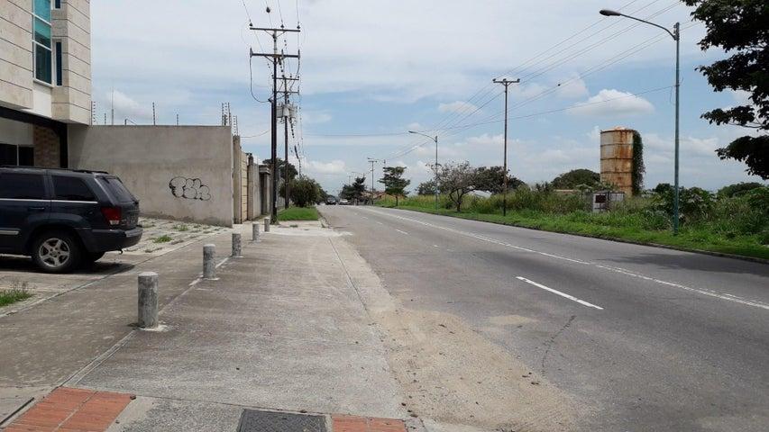 Local Comercial Yaracuy>San Felipe>Independencia - Venta:90 Precio Referencial - codigo: 19-18959